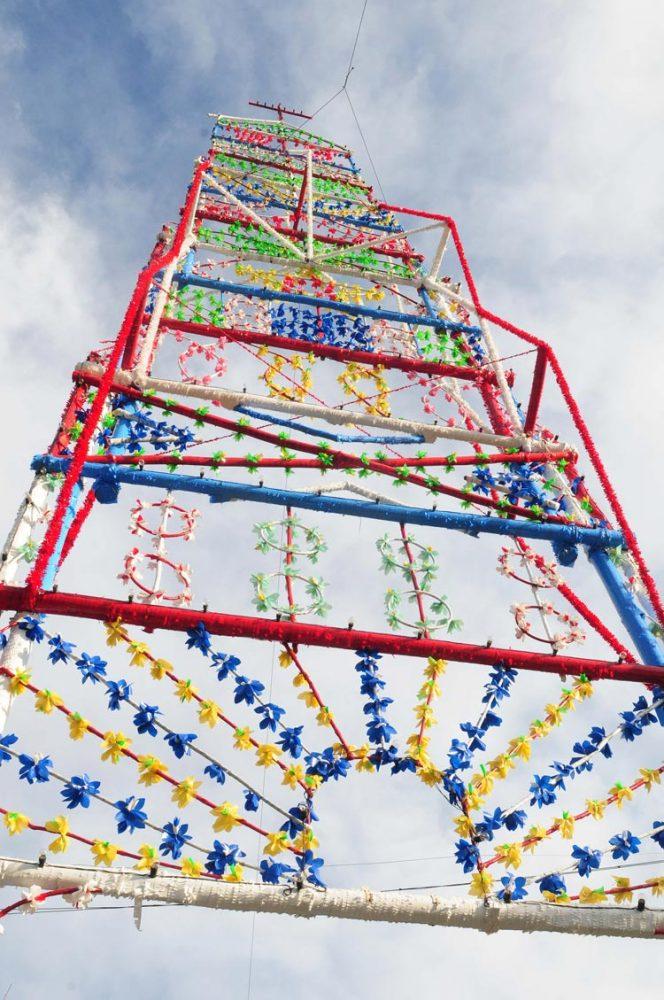 Arco com mais de 30 metros cumpre tradição em Sezures