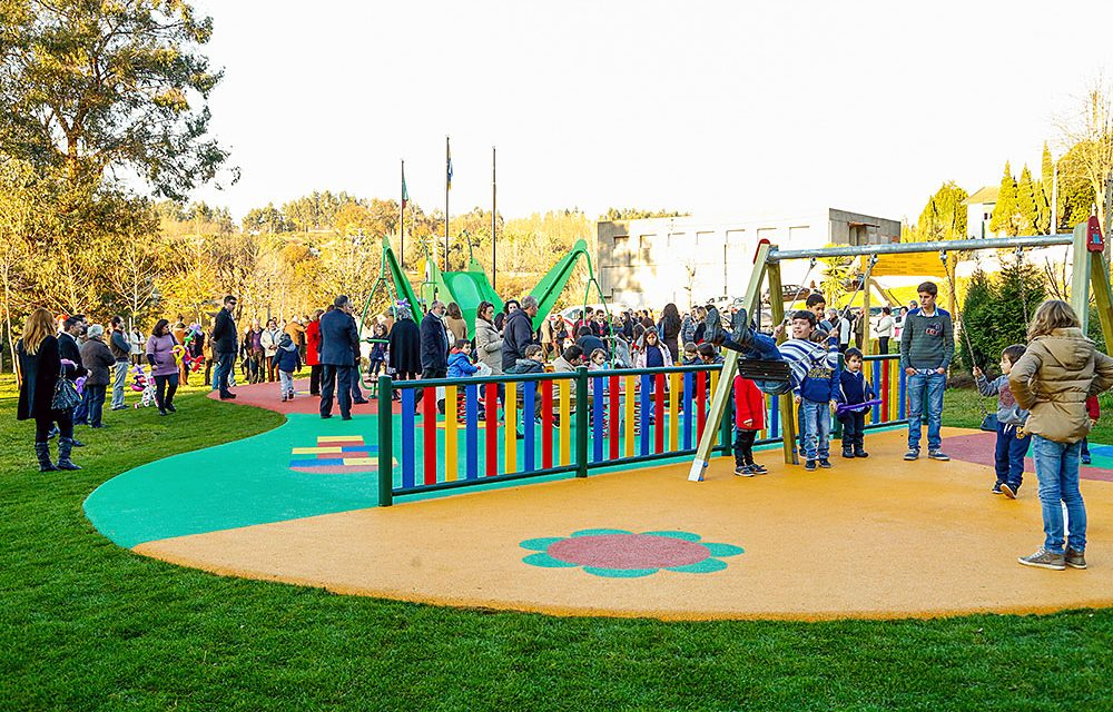 Vila das Aves inaugurou parque infantil público