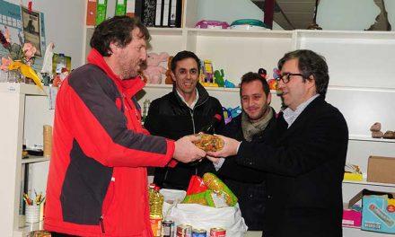 Grupo Desportivo de Lousado entrega bens alimentares na Loja Social de Famalicão