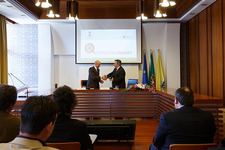 O-presidente-da-Cmara-de-Santo-Tirso-e-o-secretrio-de-Estado-para-a-Modernizao