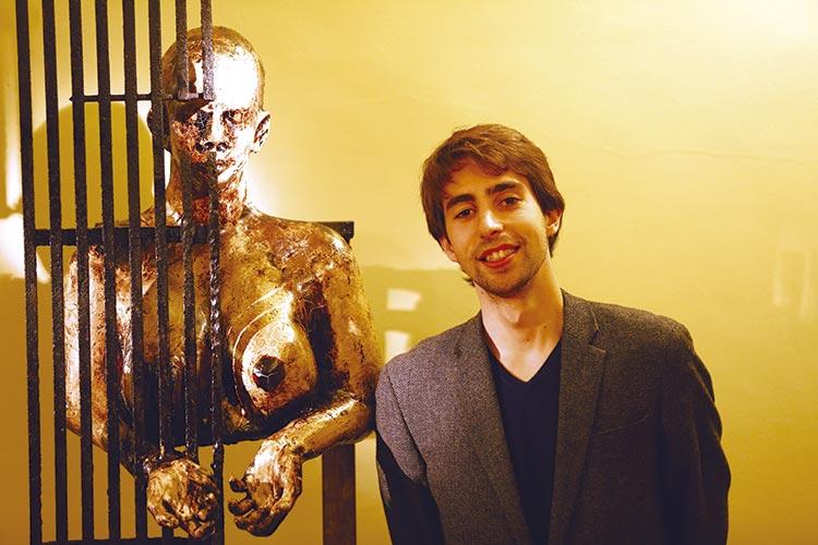 Tirsense expõe peças de escultura  para angariar fundos para fazer curso em Harvard