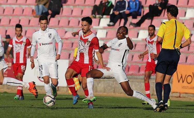 Guimarães B vence Desportivo das Aves com golo polémico