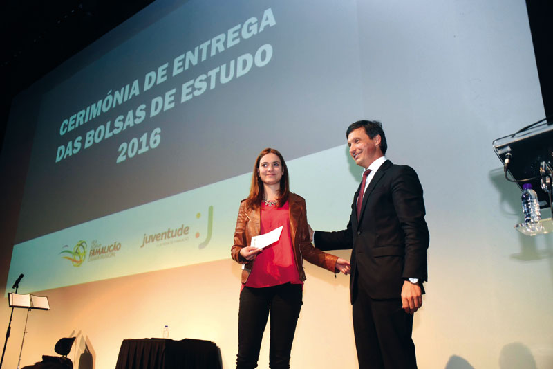 Autarquia ajuda 265 universitários e distribui 165 mil euros