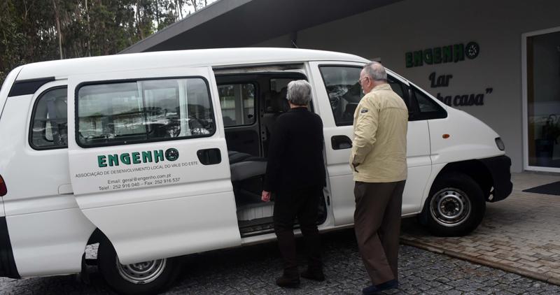 Transporte personalizado leva utentes da antiga Extensão de Saúde de Arnoso até Nine