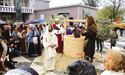 Recriações bíblicas da Páscoa atraem milhares (c/video)