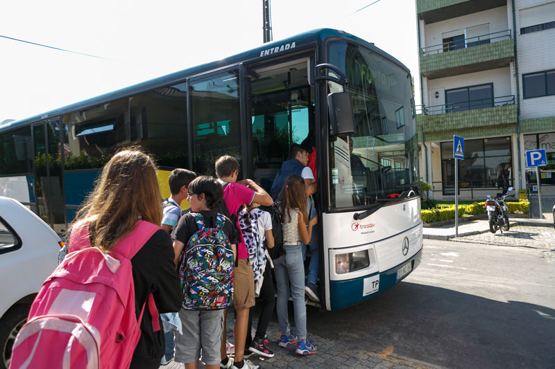 Câmara de Santo Tirso oferece transporte gratuito a alunos da Universidade Júnior