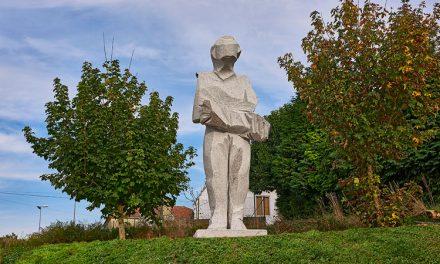 Escultor com obra em Santo Tirso homenageado pelo governo francês