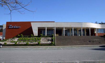 """Famalicão não aceita que o Governo """"rasgue"""" contratos de associação com escolas do concelho"""
