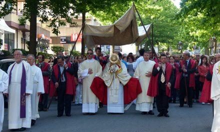 Procissão do Corpo de Deus interpelou ao anúncio da Misericórdia