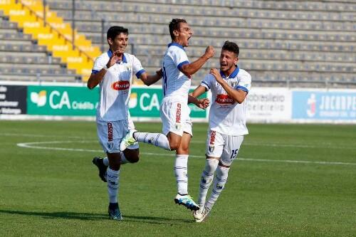 Famalicão vence Olhanense por 4-2