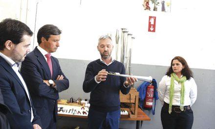 Trio empresarial exporta  componentes para órgãos de tubos