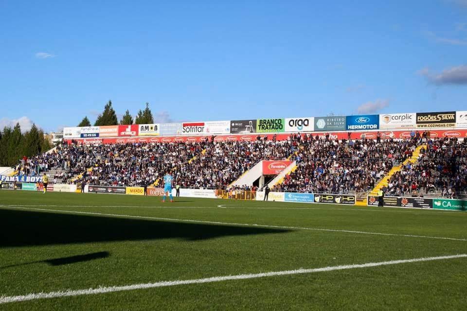 Famalicão vence com golos na primeira parte e ultrapassa Fafe
