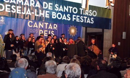 Grupos Folclóricos cantam os Reis
