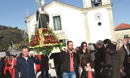 Igreja de Arnoso Santa Eulália com adro renovado