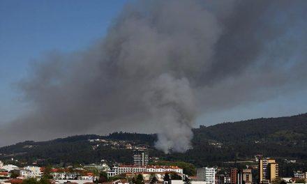 Dois incêndios deflagraram em Santo Tirso na mesma tarde