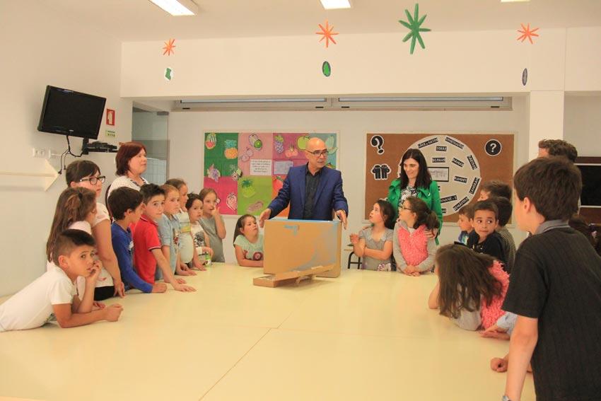 Município distribuiu computadores pelas escolas