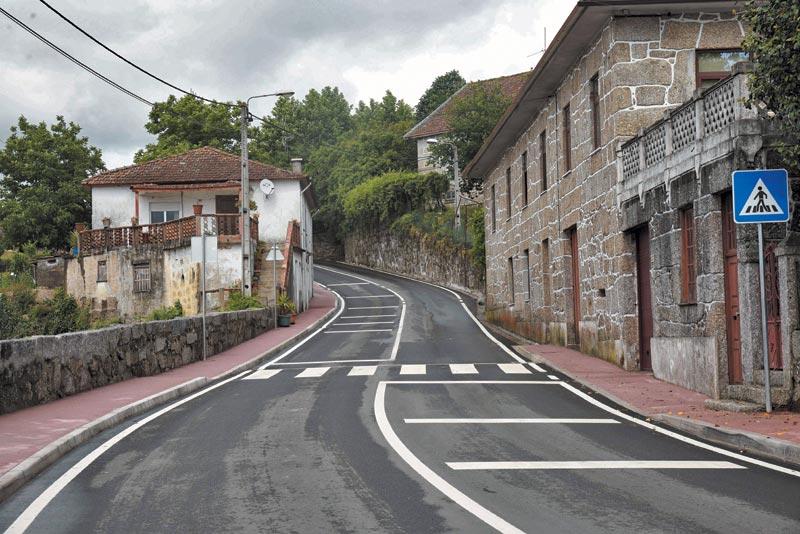 Estrada que liga Nine a Arnoso Santa Eulália está como nova