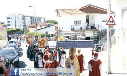 """""""Mil participantes"""" no desfile histórico que disse adeus ao ano letivo"""