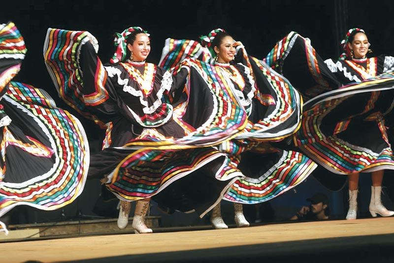 """""""Danças do Mundo"""" juntou milhares de visitantes"""