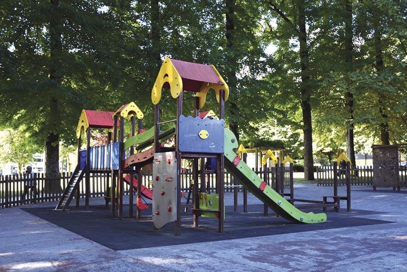 Parque Infantil 1.º de Maio adaptado a crianças com mobilidade reduzida