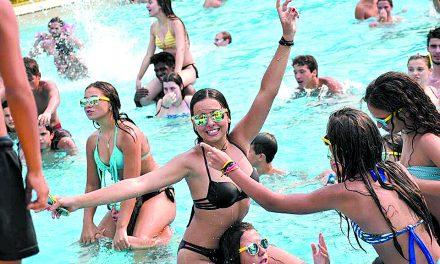 Pool Party  para assinalar  Dia da Juventude