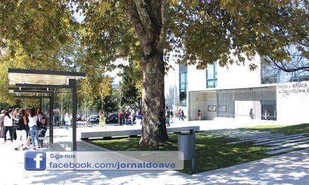 Inaugurada nova praça  de acesso à Escola D. Dinis