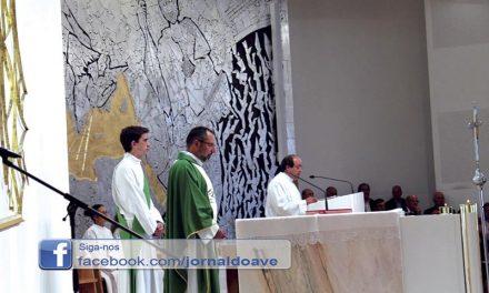 Novo pároco recebido por vários fiéis