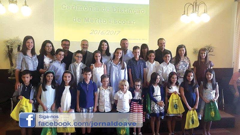 Vila Nova do Campo distinguiu alunos de mérito