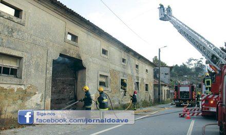 Antiga vacaria consumida pelas chamas (C/Vídeo)