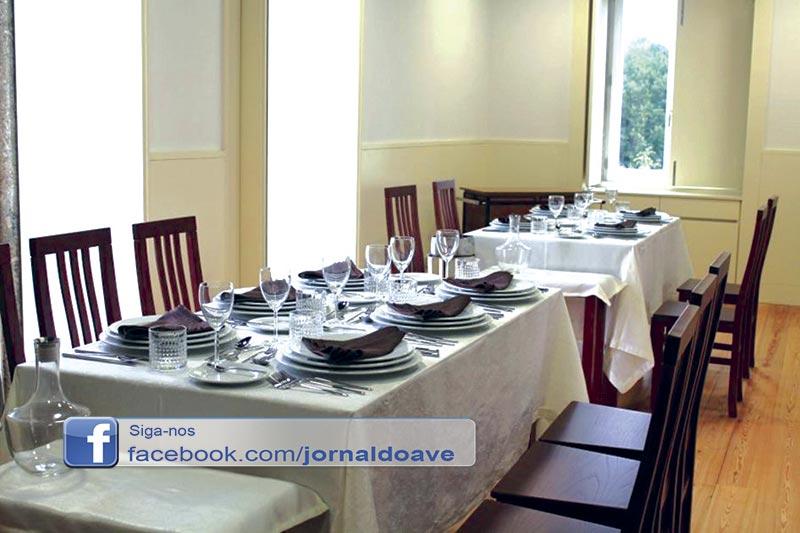 Alunos da Escola Profissional servem no restaurante Casa Rosae