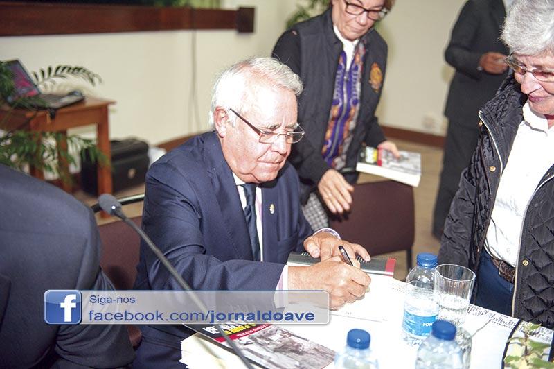 António Oliveira apresentou livro sobre Savimbi