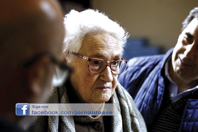 Junta de Freguesia de Santo Tirso entregou 20 pares de óculos