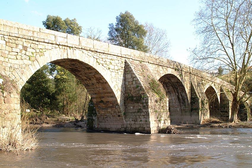 Ponte românica da Lagoncinha em obras