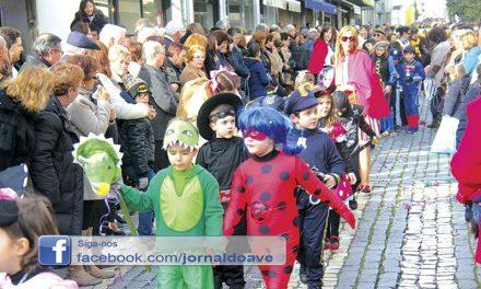 Carnaval de palmo e meio juntou 3.500 crianças na rua (C/ Vídeo)