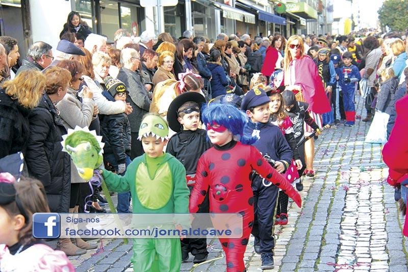 Carnaval de palmo e meio juntou 3.500 crianças na rua
