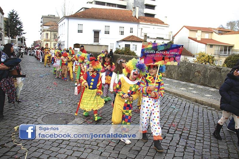 Cerca de 3000 no desfile de Carnaval (C/ Vídeo e Foto Galeria)