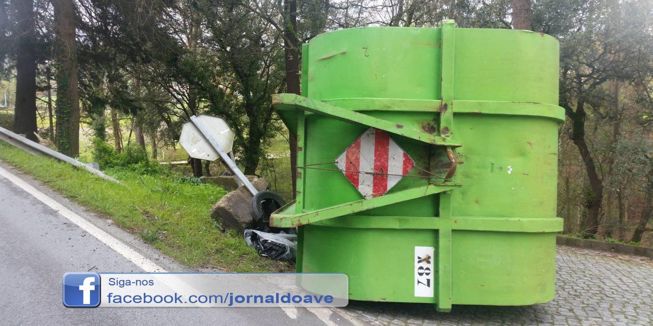 Camião despistou-se em S.Tiago da Carreira