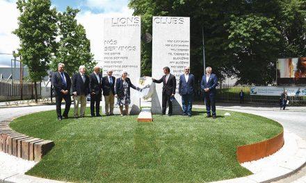 Lions Clube oferece escultura à cidade
