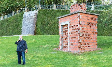Pedro Cabrita Reis conclui escultura