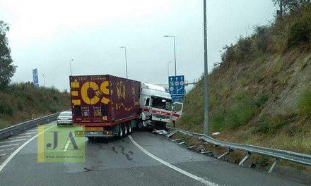 Homem ferido em despiste de camião