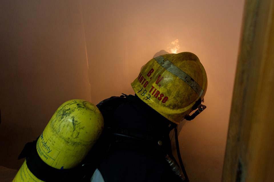 """Incêndio junto a carpintaria obrigou à intervenção dos Bombeiros """"Vermelhos"""""""