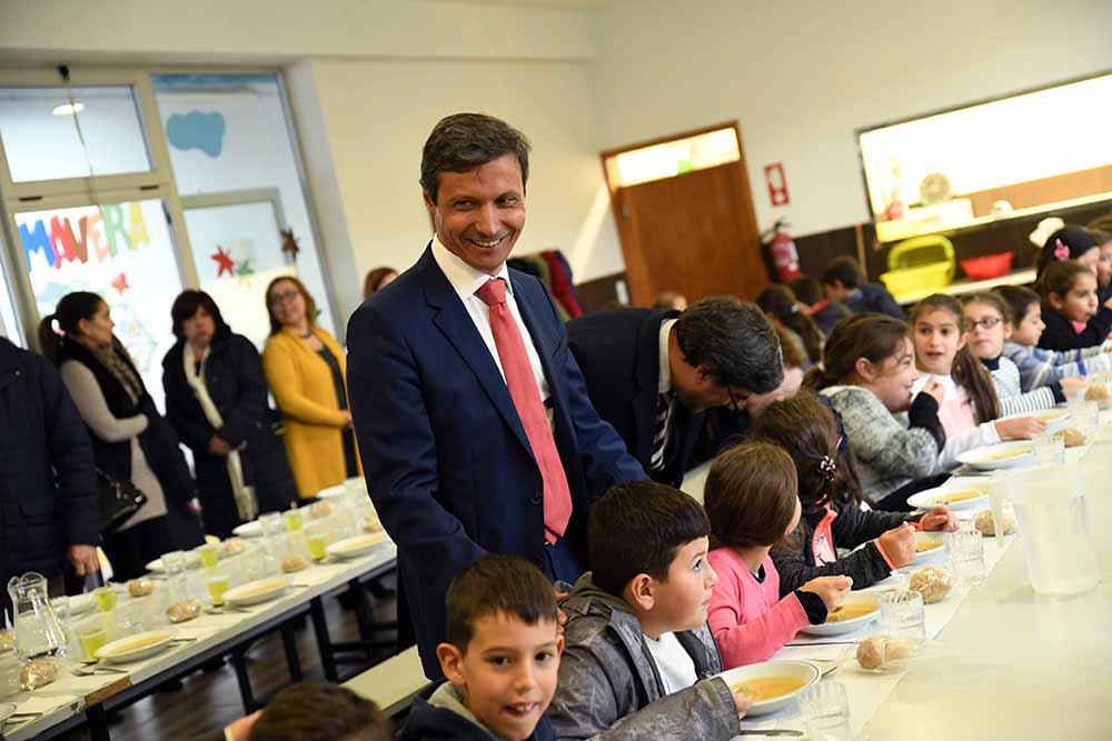 Paulo Cunha almoçou nas escolas (3)