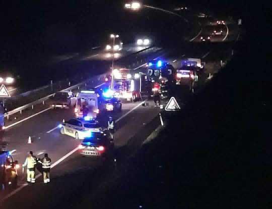 Dois feridos em despiste de ligeiro de mercadorias na auto-estrada A7 em Riba de Ave