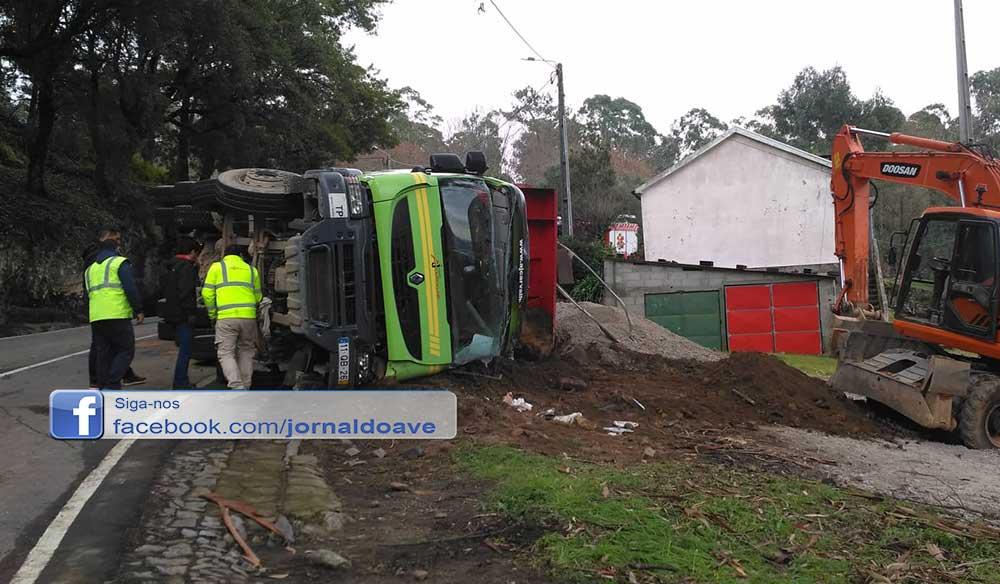 Camião despistou-se e capotou em Valinhas, Monte Cordova
