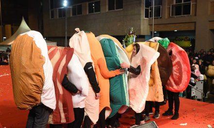 Famalicão garante transporte rodoviário gratuito e viagens de comboio a dois euros para a noite de Carnaval