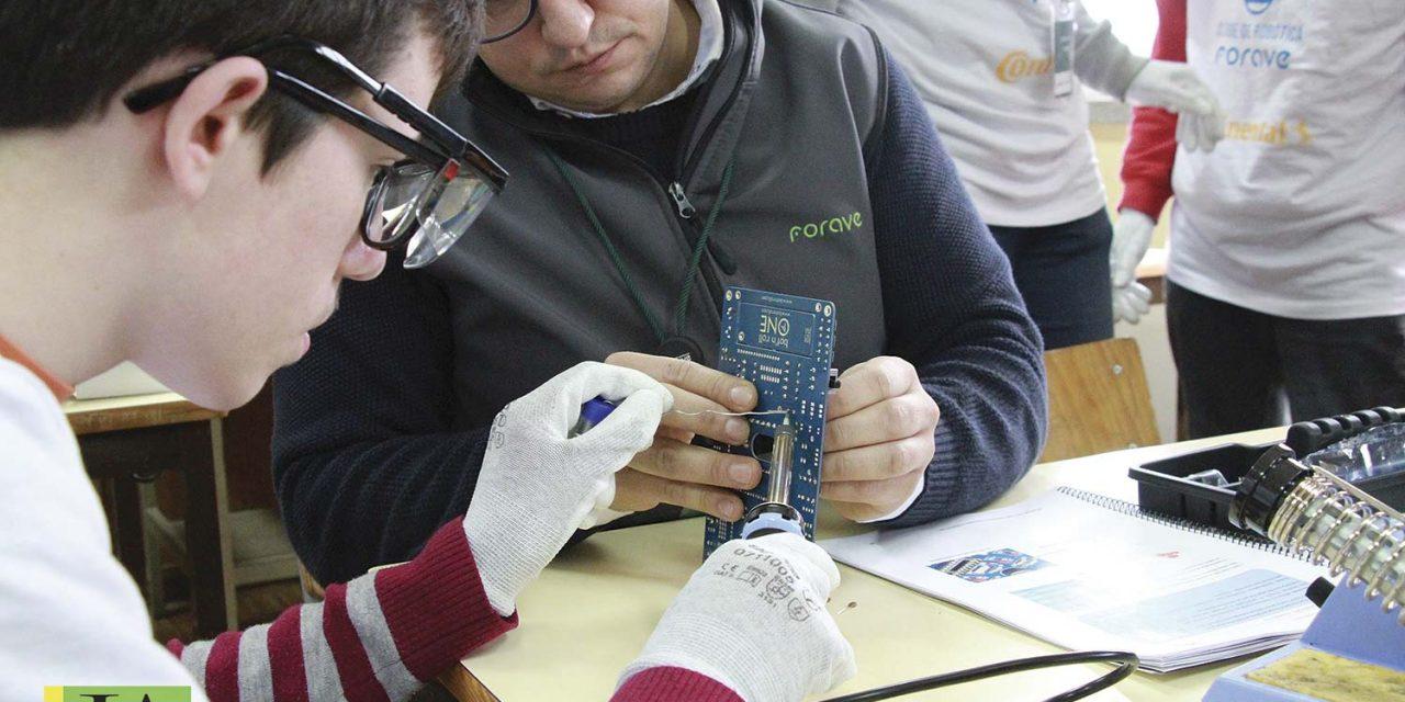 Clube de robótica alarga horizontes para inserção profissional