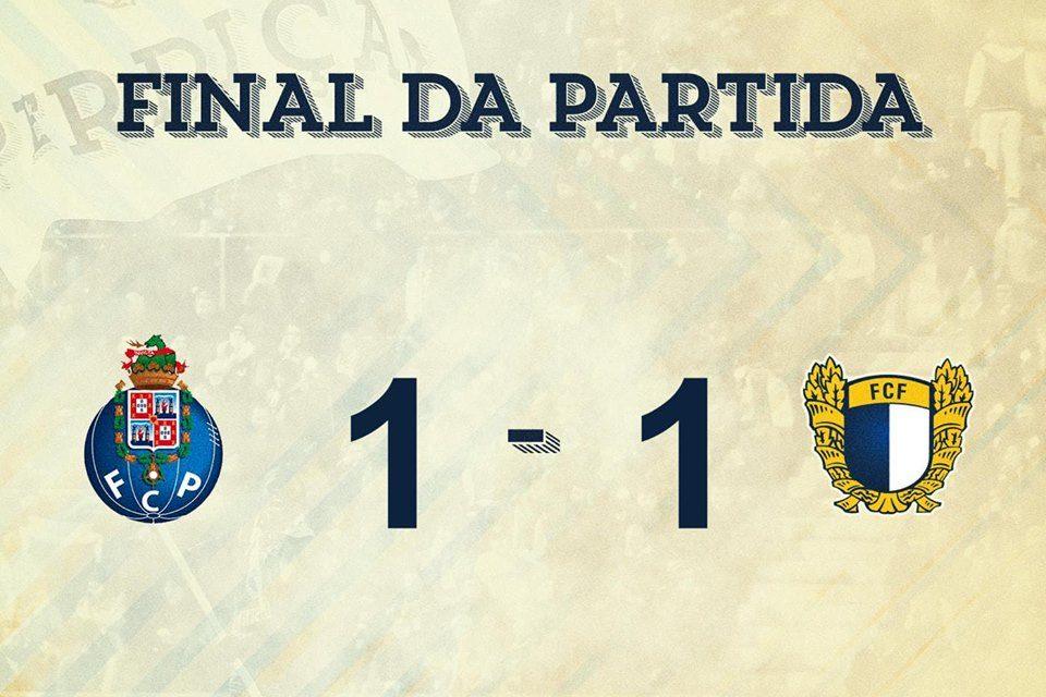 Famalicão atrasa-se ao empatar com FC Porto B num jogo em que acabou com nove