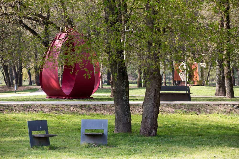 Parque-Urbano-Sara-Moreira_esculturas-ao-ar-livre