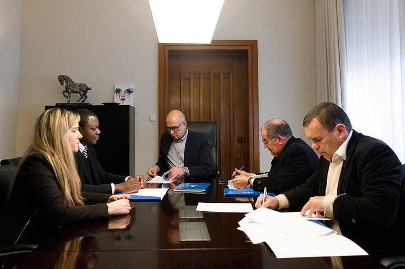 Assinatura-do-protocolo-entre-as-diversas-instituições-envolvidas
