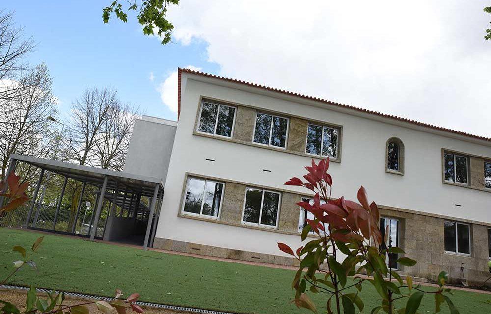 Crianças inauguram escolas Conde S. Cosme e de Riba de Ave no terceiro período